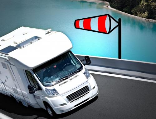 Conducción con viento de una autocaravana