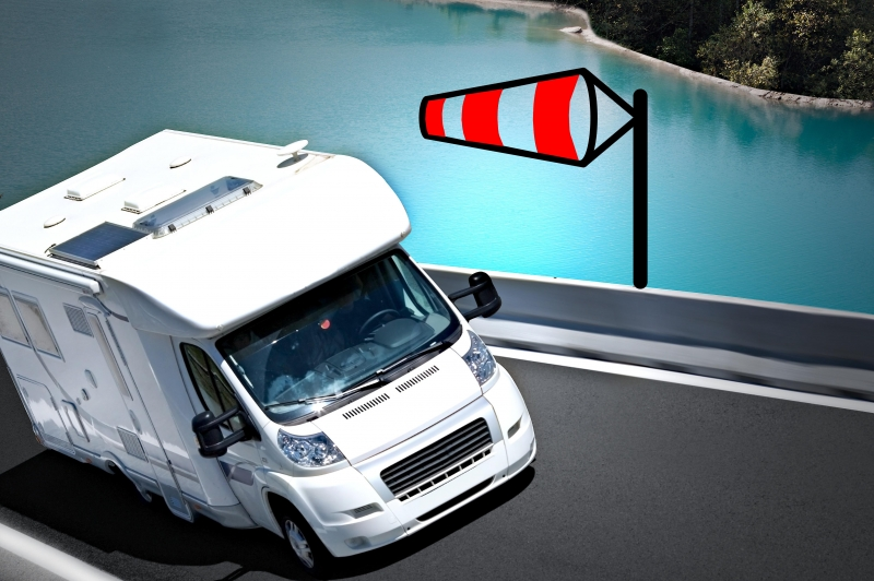 conducir autocaravana con viento